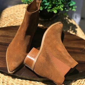 Marc Fisher🍂🍁Tan Leather suede size 6 Booties
